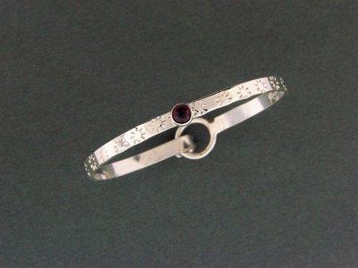 Flat Band Hook w/Stone