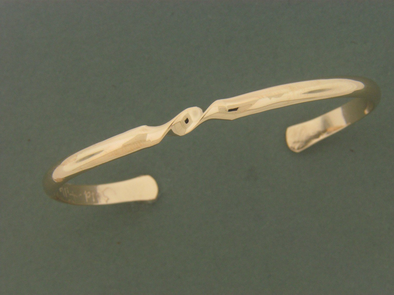 Gold Filled Middle Twist Bracelet