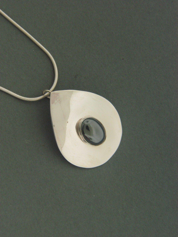 Smooth Tear Plate w/ Stone Pendant