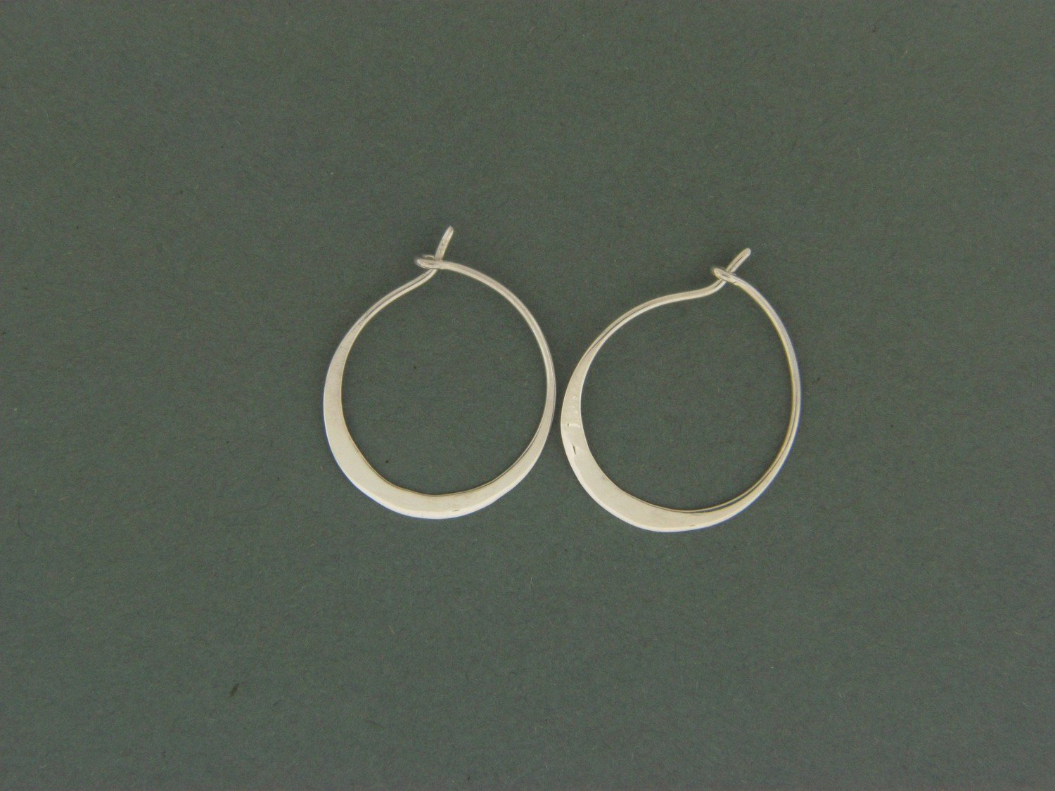 Medium Hoop Hammered