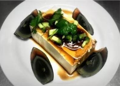KLM【坤拉面】皮蛋豆腐 Preseerved Egg Tofu (每周三休息)