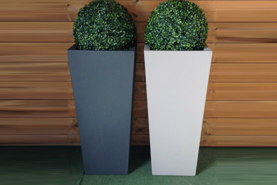 Quadrato Ontario liscio moderno h 85cm in resina con bosso Buxus Bicolor