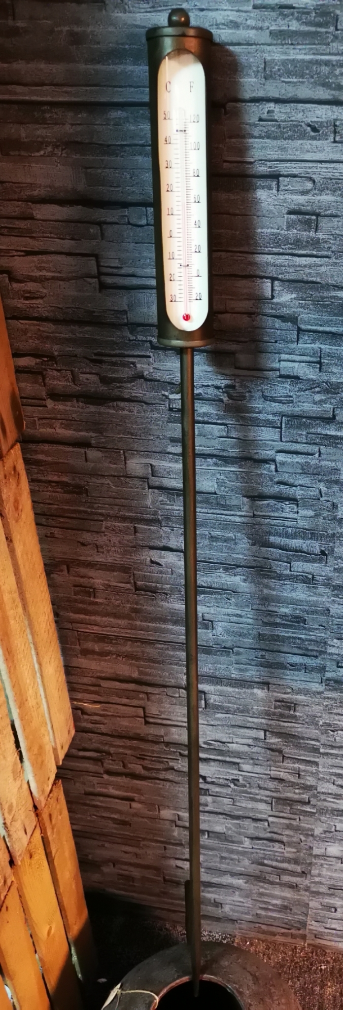 Metalen thermometer op prikker