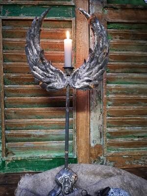 Metalen engelvleugel kandelaar