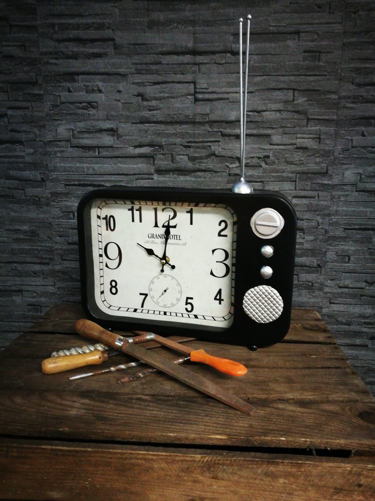 """Tafelklok """"radio"""" 00035"""