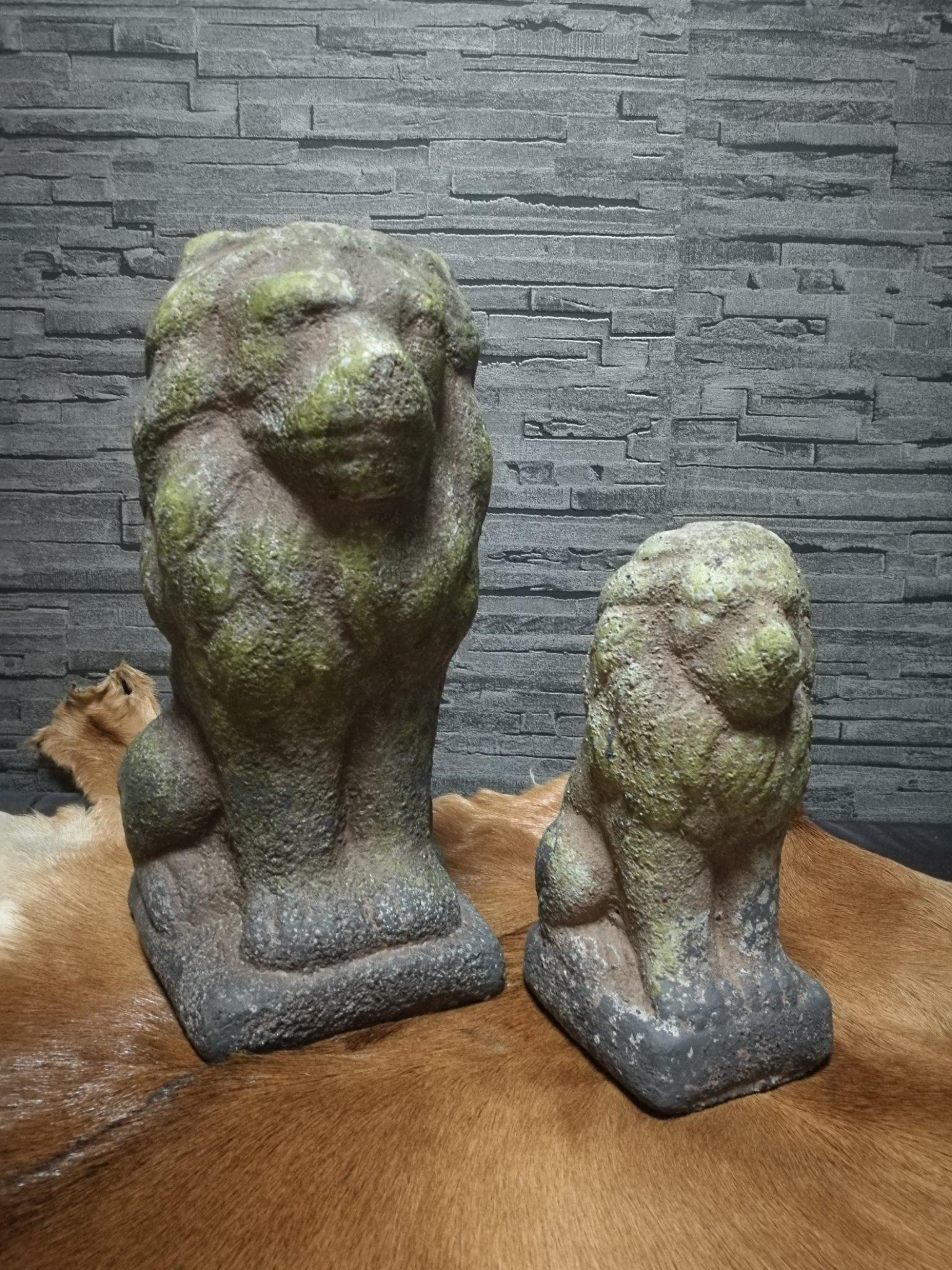 Leeuw L met mos 00953
