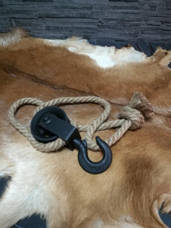 Ijzeren katrol met touw