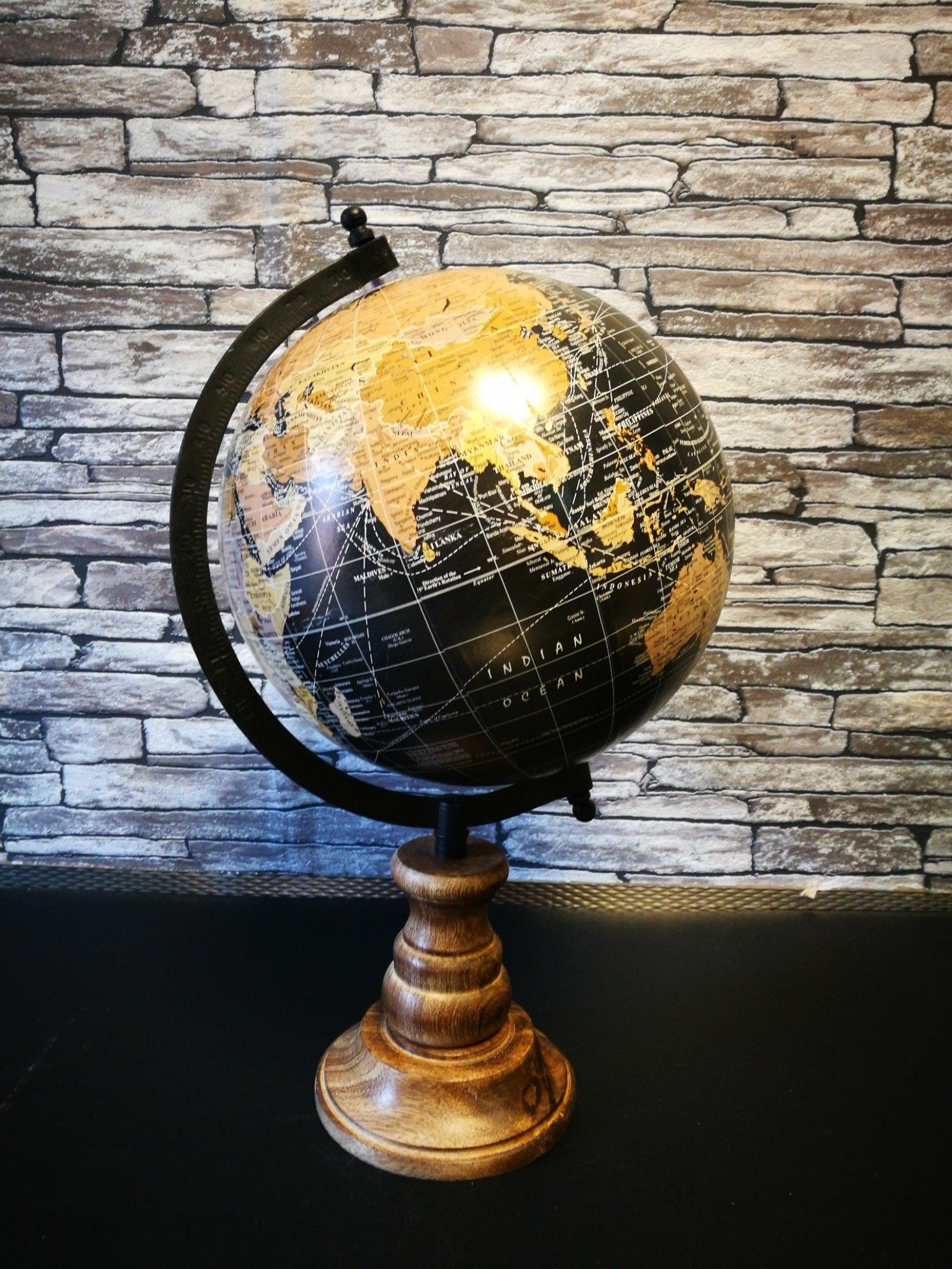 Wereldbol op voet 01092