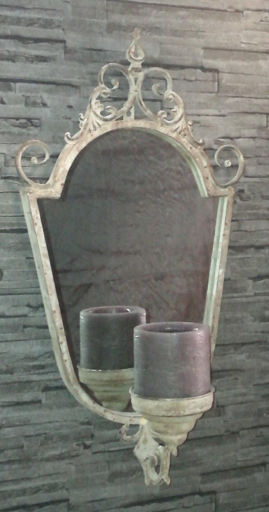 Spiegel met kandelaar