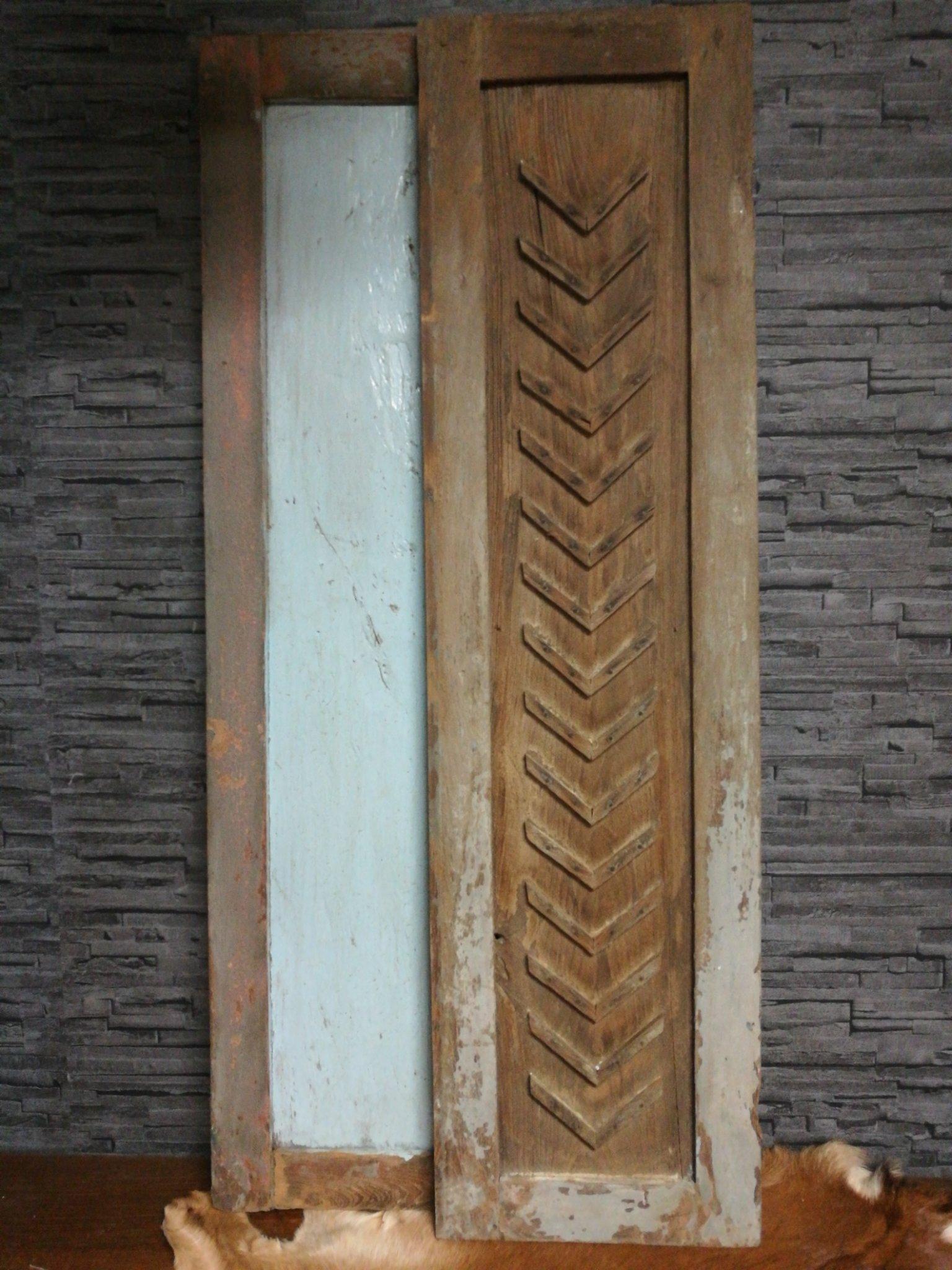 "Oude houten luik ""pijl"" 01338"