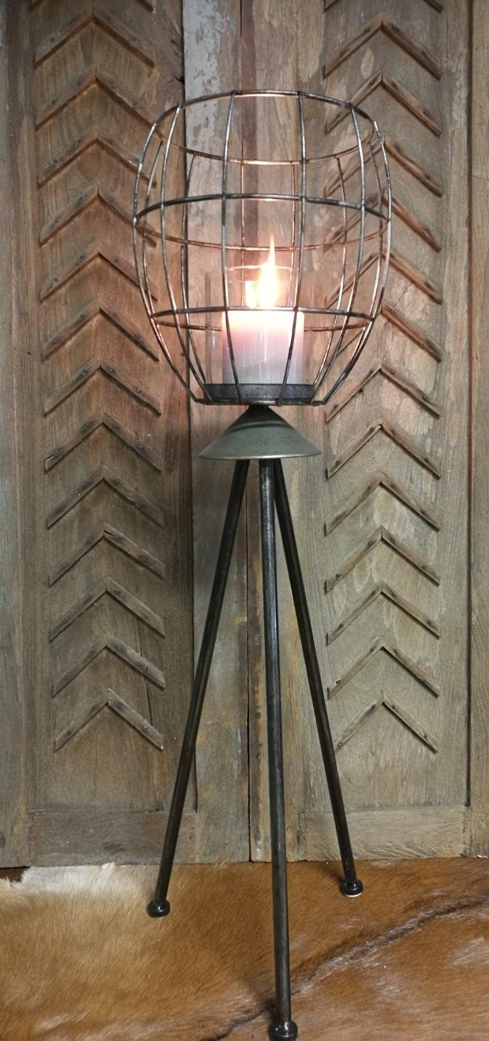 Metalen lantaarn op driepoot 01412