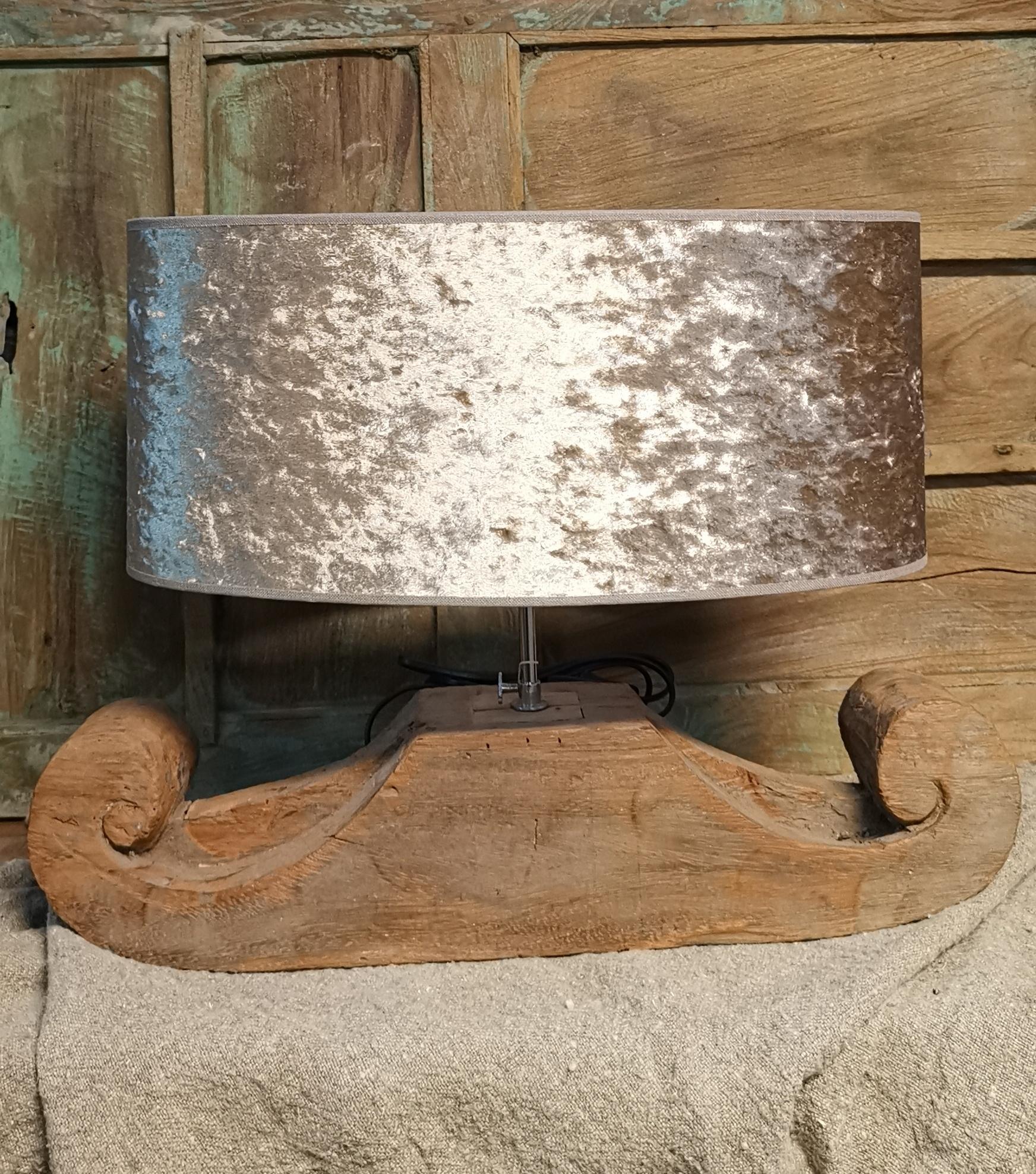 Houten lamp met fluwelen kap 01737