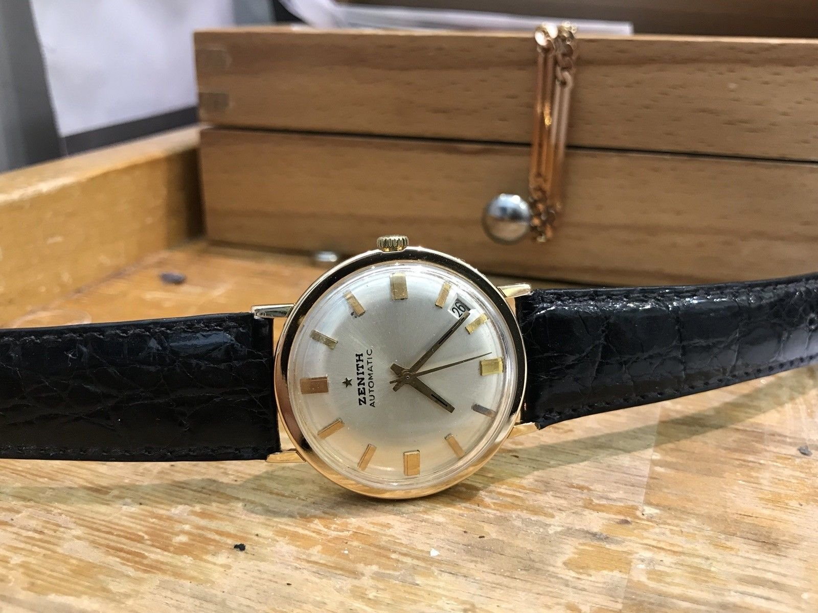 Zenith Vintage 18kt Rose Gold Automatic Circa 1960 ZR984