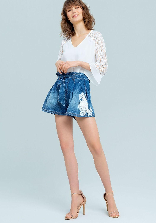 Shorts in denim con merletti