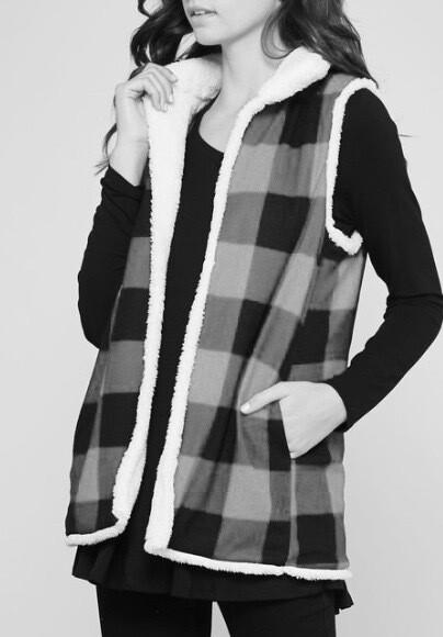 Cozy Vest  ~ white/black