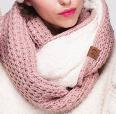 Chunky Knit Infinity Scarf ~ pink