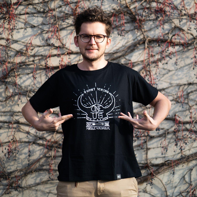 """T-Shirt """"One of Us"""" czarny męski"""
