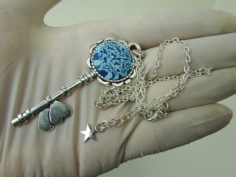 0028 - Collier clé bleue romantique