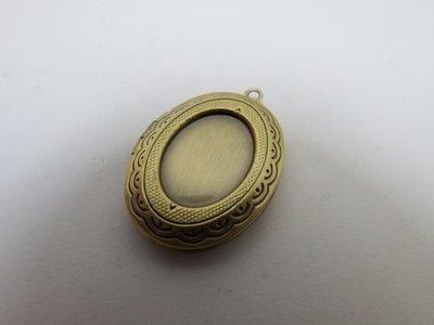 0105 - Apprêts - Médaillon boitier ovale en bronze