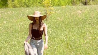 Girl with hat walking in field     -20     CV32P