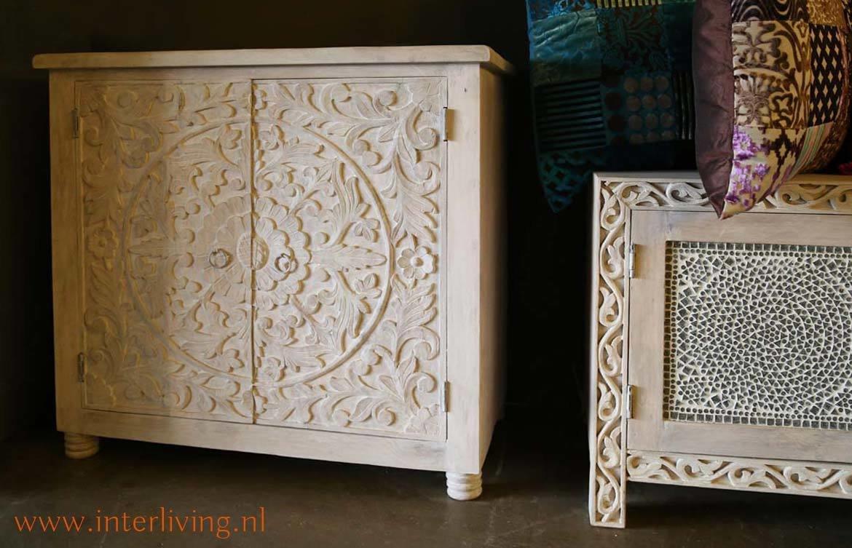 Dressoir white washed mangohout met lotus houtsnijwerk 150 x 76 x 40 cm