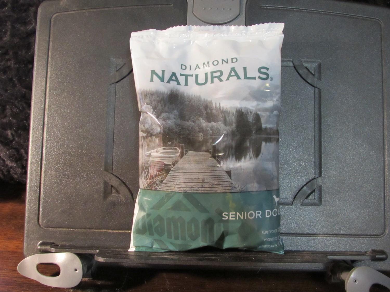Diamond Naturals Senior Dog Chicken & Rice 6 oz (11/18) (A.Q4)