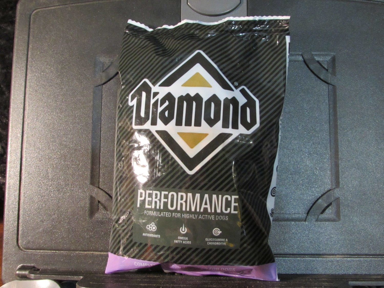 Diamond Performance Chicken 30 Protein/20 Fat Dog 6 oz (7/18) (A.O3)