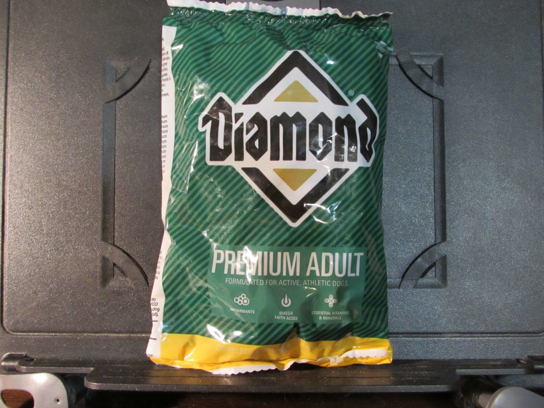 Diamond Premium Adult Chicken Dog 6 oz (1/19 (A.P7)