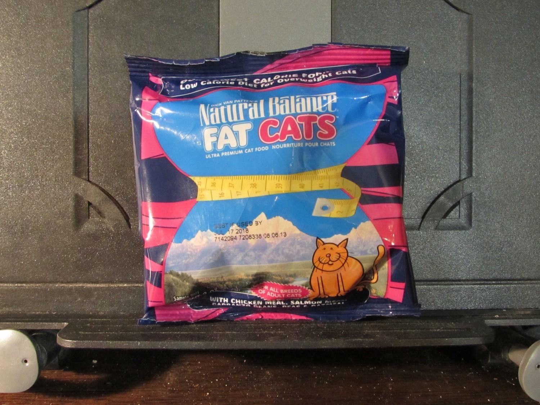 Natural Balance Fat Cats Chicken, Salmon, Garbanzo Beans, Peas & Oatmeal 2 oz. (2/19) (A.P3)