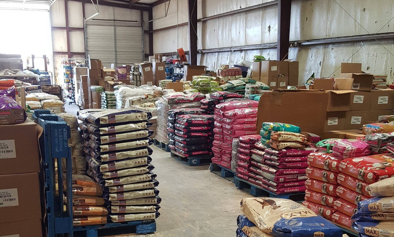 1000 POUNDS Dry Dog Food Includes Variety of Premium Name Brands