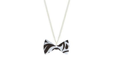 Bow Tie Pendant Sculpted Style on Chain Necklace