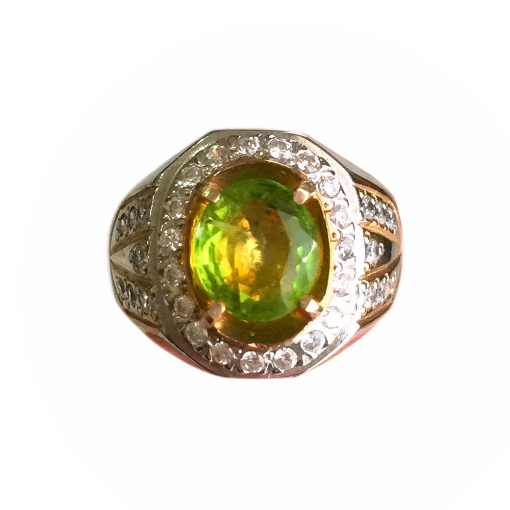 Natural Peridot Gemstone Expertly Faceted Into A Silver Ring Inlaid Yellow Zircon With 34 Stones