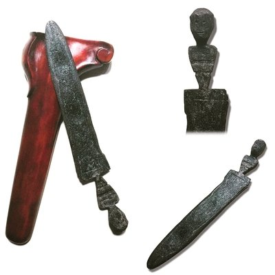 Ceremonial Keris Sajen Knife with Spirit Figurine Hilt and Pamor Wos Wutah Motif - Tangguh Majapahit Era (13th-15th Century CE)