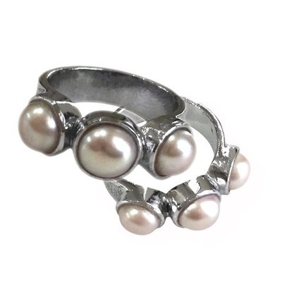 Amulet Ring inlaid with Three Precious Mustika Pearls with Triple Magic Power