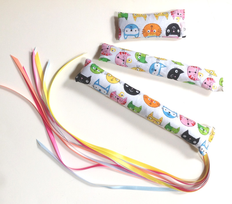 Cartoon Cat Faces Ribbon Wands, Kickers & Mini-Nips