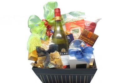 Sugar free diabetic suitable gift basket diabetic sweet savoury treats with wine negle Images