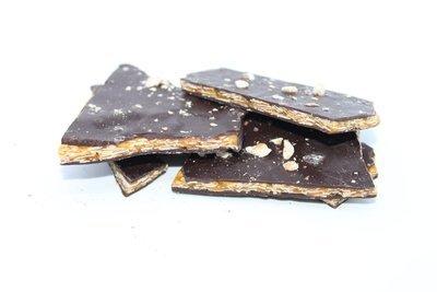 Caramelised sugar with almonds & dark chocolate. 150 Gr.