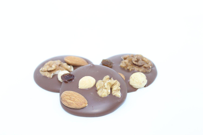 Mendiants nuts & raisins milk chocolate. 150 gr.