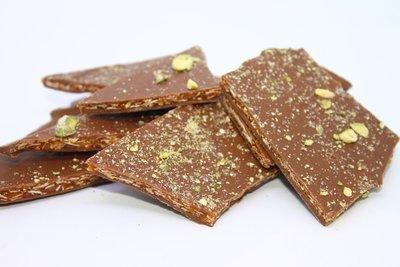 Caramelised sugar with almonds & milk chocolate. 150 Gr.