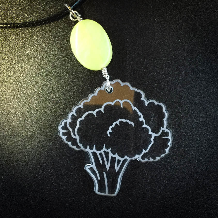 Cauliflower Necklace with Light Green Bead CAULI-NEC-ACLE-BGRE-M