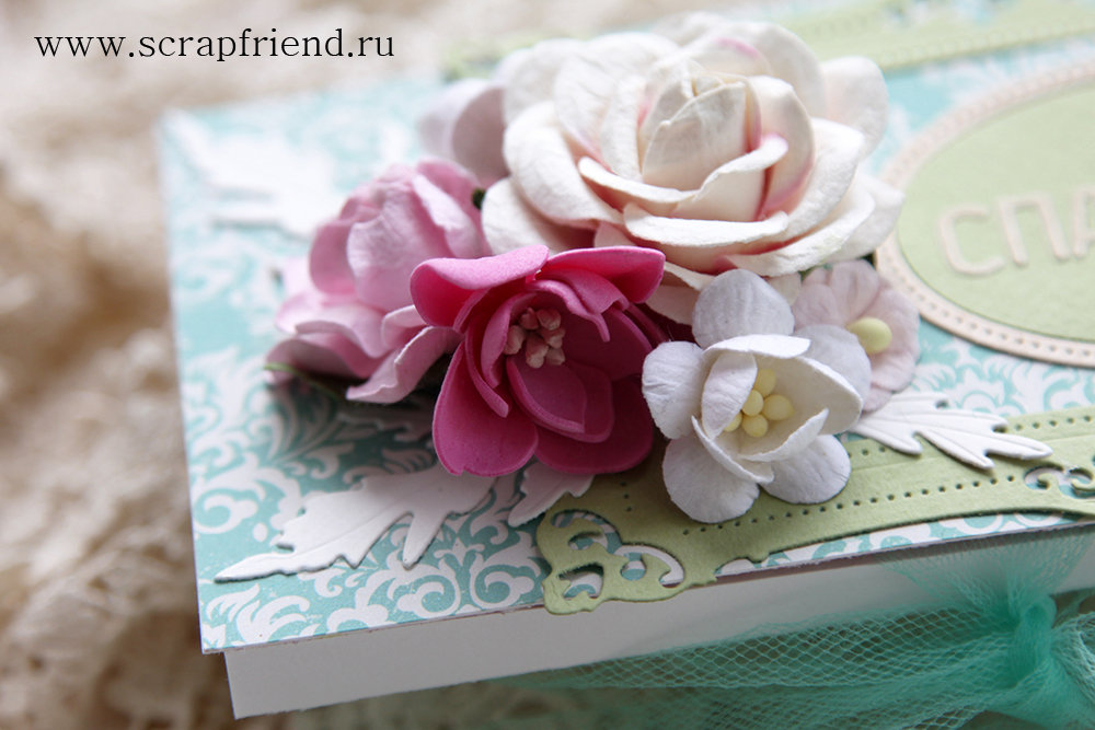 Ярко-розовый цветок сделан из фома с помощью ножей Гортензия и Гардения. Автор работы @carambolka_