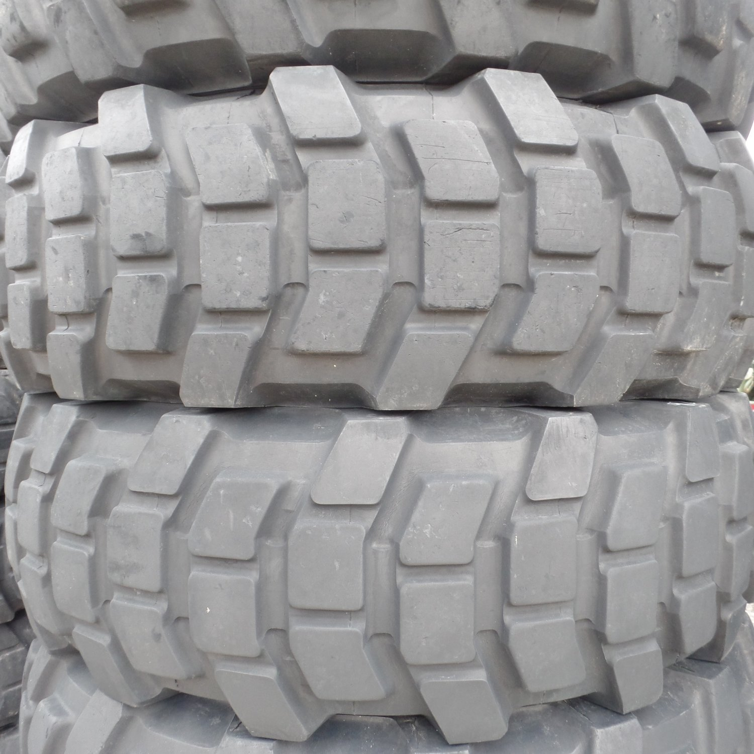 Michelin 1400 r 20 XL tires 50-75% Tread