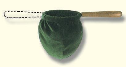 Kollektenbeutel, aus grünem Samt, Baumwolle, 12cm-Ø, verdecktes Eisengestell, mit zwei Holzgriffen zum Weiterreichen