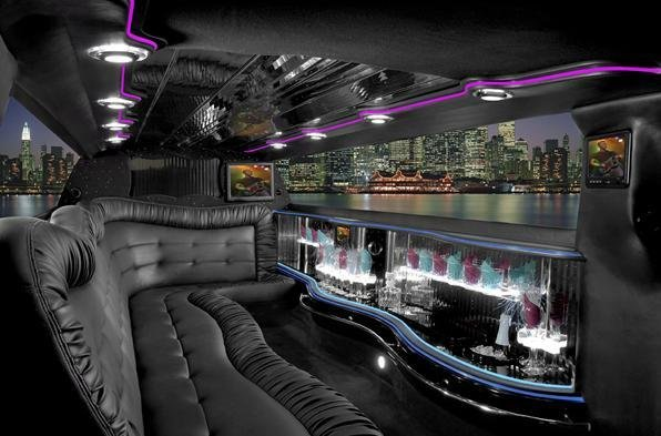 LIMO AIRPORT PICKUP / CITY RIDE