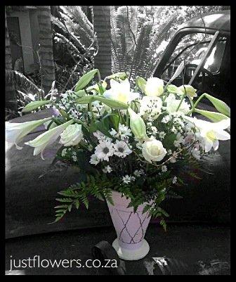 Vase in white JF67