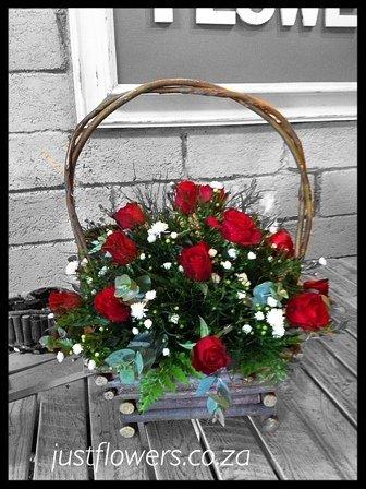 Red or White Rose Basket JF70