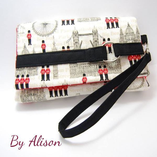 The Kiss Clutch
