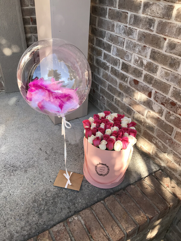 Transparent balloon Infused with feather (Delivery Available Only With The Flower Order)