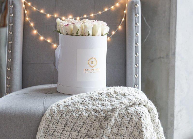 Tall White Box (2 Dozen Roses)
