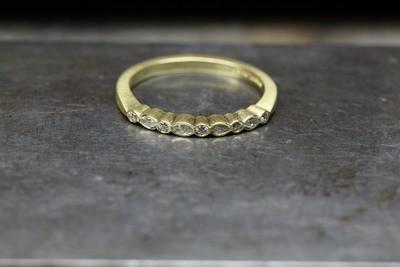 Marqui/ round diamond band